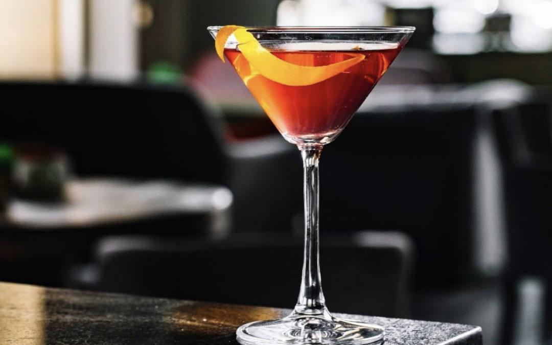 Disfruta de un delicioso coctel Manhattan en Vermouth Mila